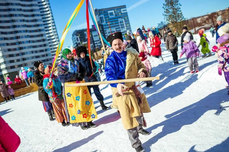 Жители ЖК «Оазис» весело проводили зиму