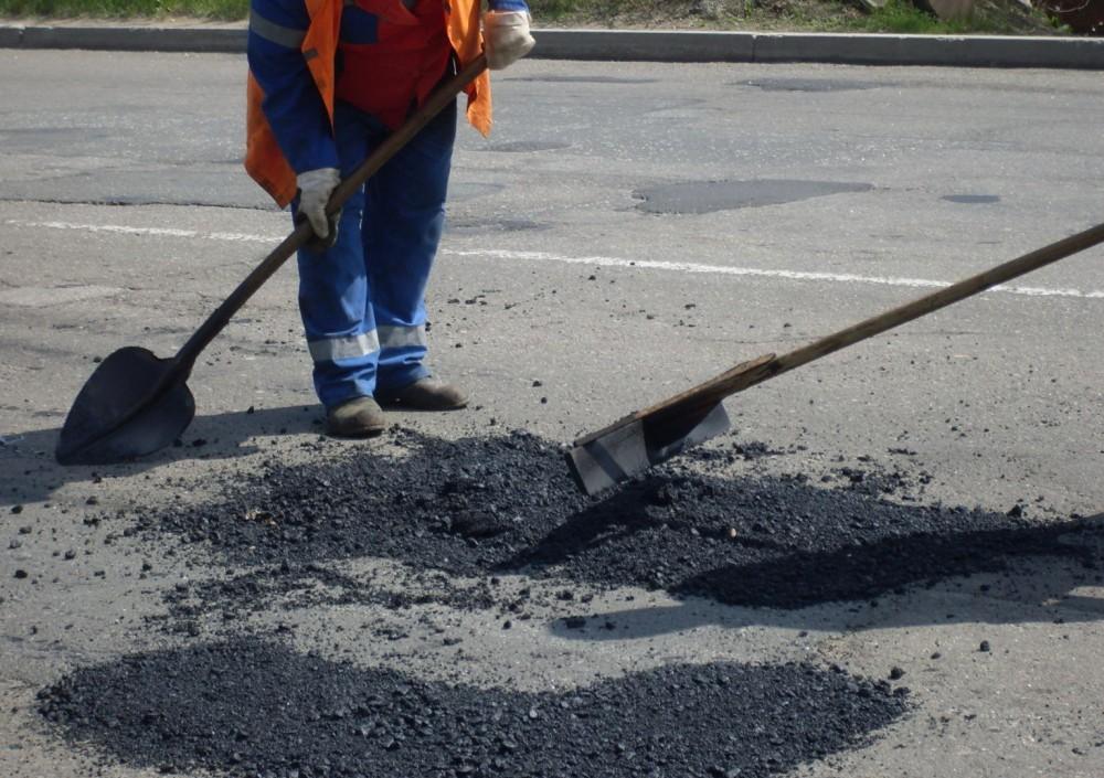 Ямочный ремонт на автодорогах региона проведен на площади более 2000 кв метров