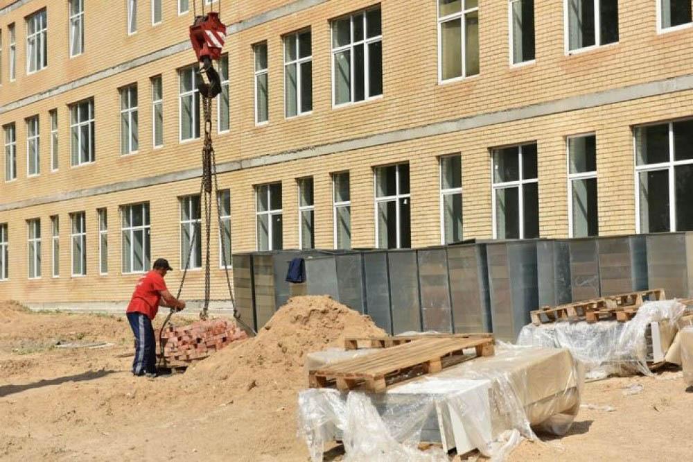 Мэр проверил строительство двух школ