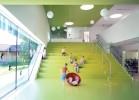 Как отмечают архитекторы из бюро Kadawit-tfeldarchitektur, зеленый цвет выбран не случайно. Помимо того, что цвет зелени имеет символическое значение: зеленый цвет – цвет молодости, такая цветовая гамма благотворно влияет на детскую психику