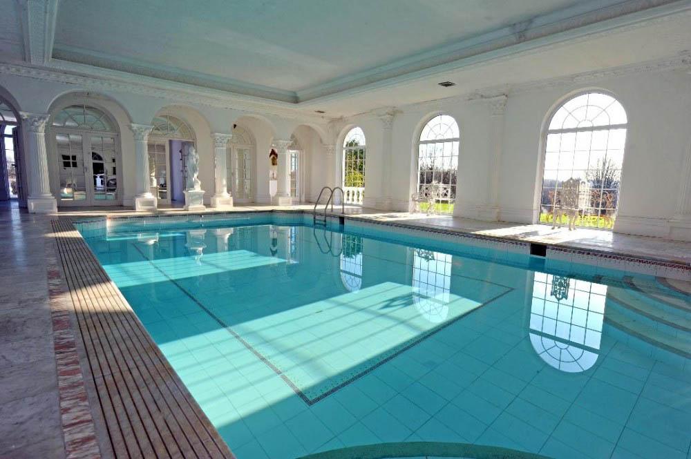 Аналитики составили рейтинг роскошных особняков с бассейнами в Новосибирске