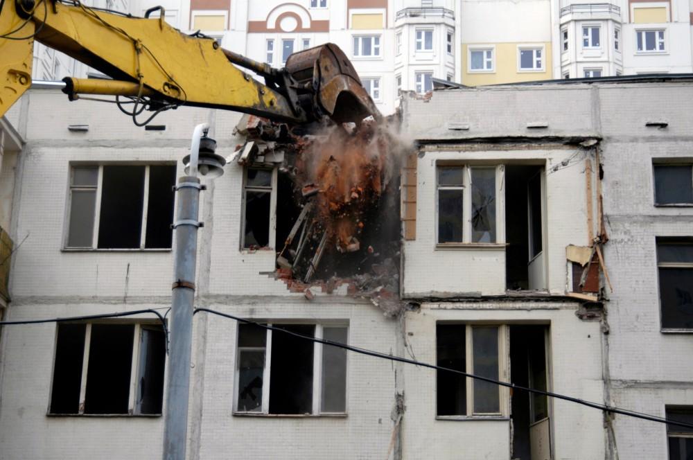 Путин:  в вопросе расселения аварийного жилья  необходимо двигаться дальше