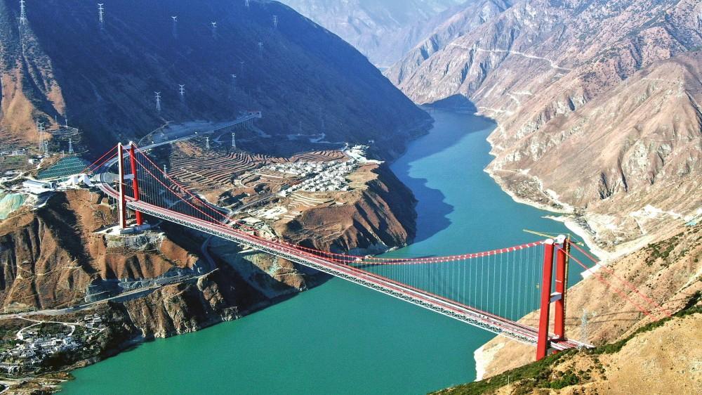 самый большой в мире подвесной мост через реку Цзиньань-Цзиньша