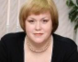 Лариса Луговская